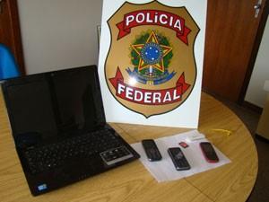 Materiais apreendidos na casa do suspeito serão periciados (Foto: Reprodução/TV Integração)