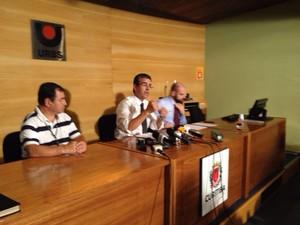 Anúncio do novo valor da passagem foi feito pelo presidente da Urbs, Roberto Gregório (Foto: Diego Sarza/RPC)