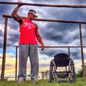 Fernando Fernandes na foto que chamou a atenção: em busca da cura da lesão medular (Foto: Reprodução/Instagram)