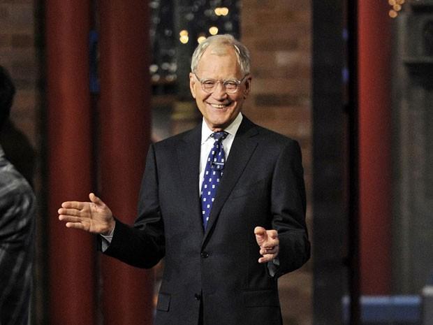 David Letterman durante a abertura de seu último programa, exibido na noite desta quarta-feira (20) (Foto: Jeffrey R. Staab/CBS/AP)