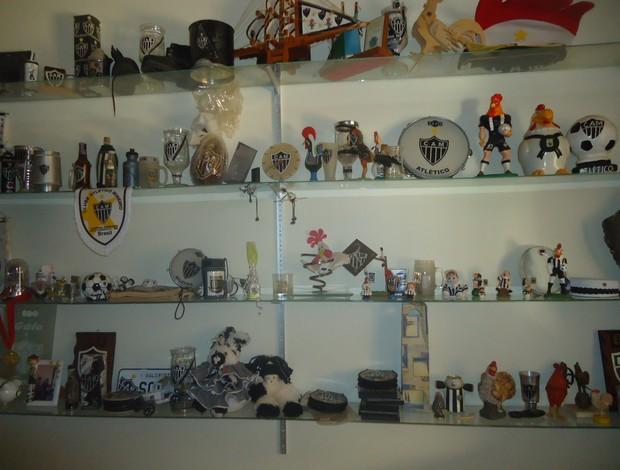 Quarto com centenas de objetos do Galo (Foto: Cida Santana/Globoesporte.com)