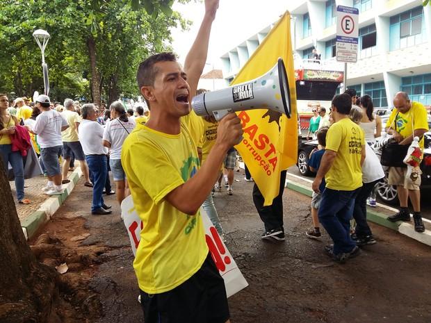 Manifestante Uberlândia_acampado (Foto: Caroline Aleixo/G1)