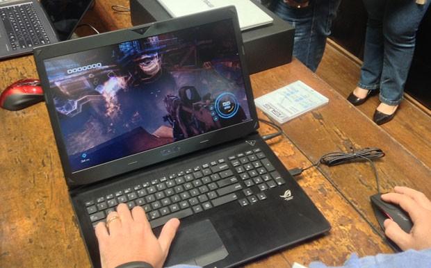 Notebook gamer roda jogos que exigem bastante da máquina (Foto: Gustavo Petró/G1)