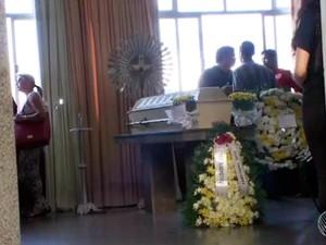 Velório de professora foi neste sábado (Foto: Reprodução/TV Bahia)