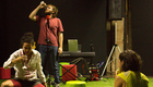 Plateia e atores dividem mesmo palco (Divulgação)