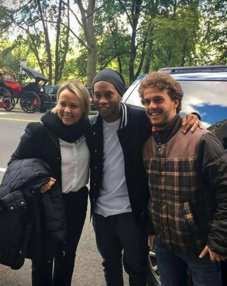 Theo e Giulia Gam tietaram Ronaldinho Gaúcho em recente viagem a Nova York (Foto: Reprodução Instagram)