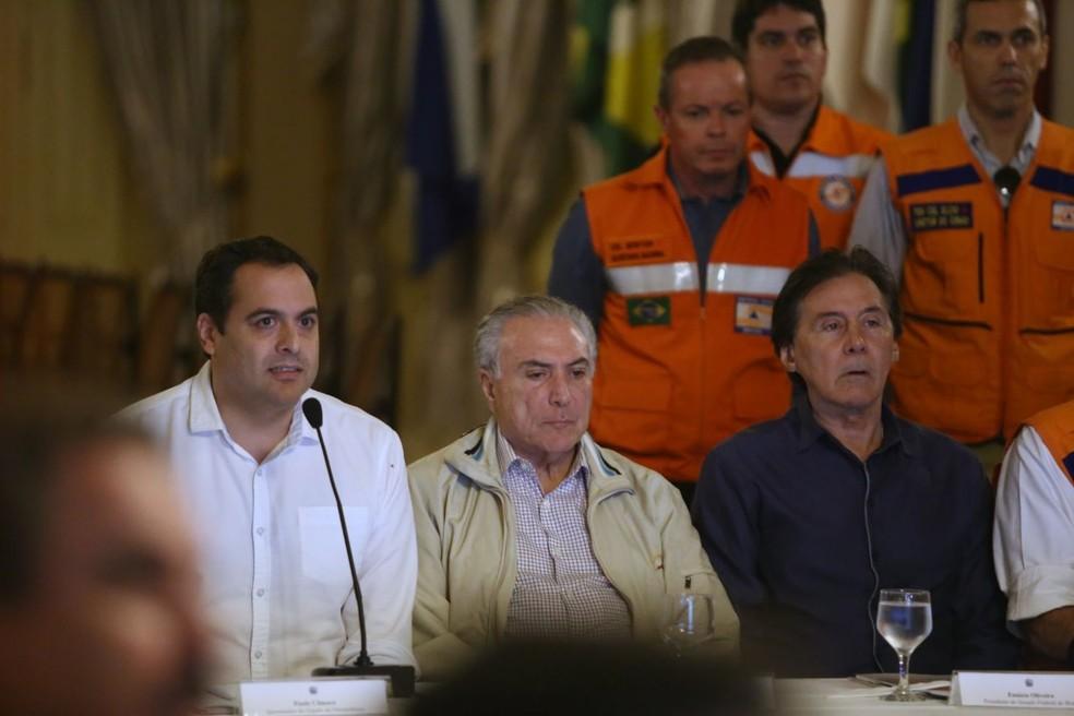 Governador Paulo Câmara e presidente Michel Temer discutiram ações emergenciais para recuperar prejuízos deixados pelas chuvas (Foto: Aluisio Moreira/SEI)