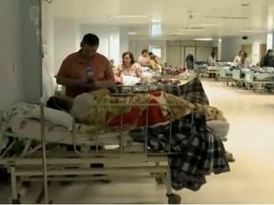 Hospital São José de Joinville superlotado (Foto: Reprodução RBS TV)