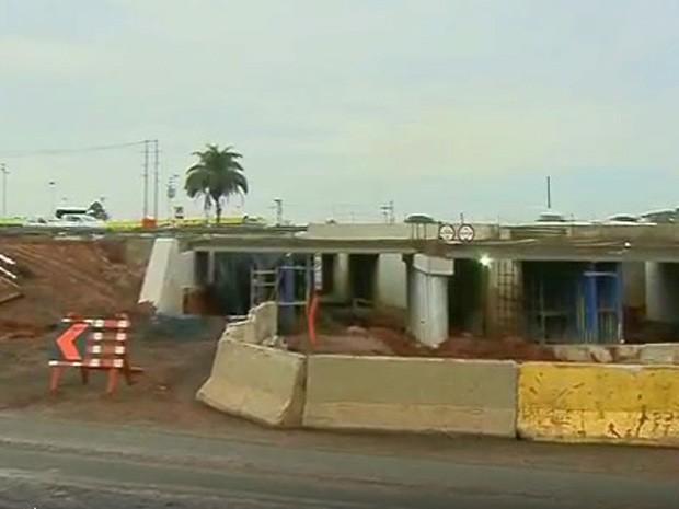 Obras na Dom Pedro alteram acesso a bairro em Campinas (Foto: Reprodução/EPTV)