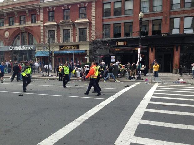 Foto mostra pessoas feridas após explosão em Boston (Foto: Reprodução/Twitter/ Jackie Bruno Jackie Bruno)