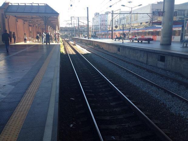 Linha 11 sem trens após pane em equipamento de via  (Foto: Gilvan Garcelan/VC no G1)