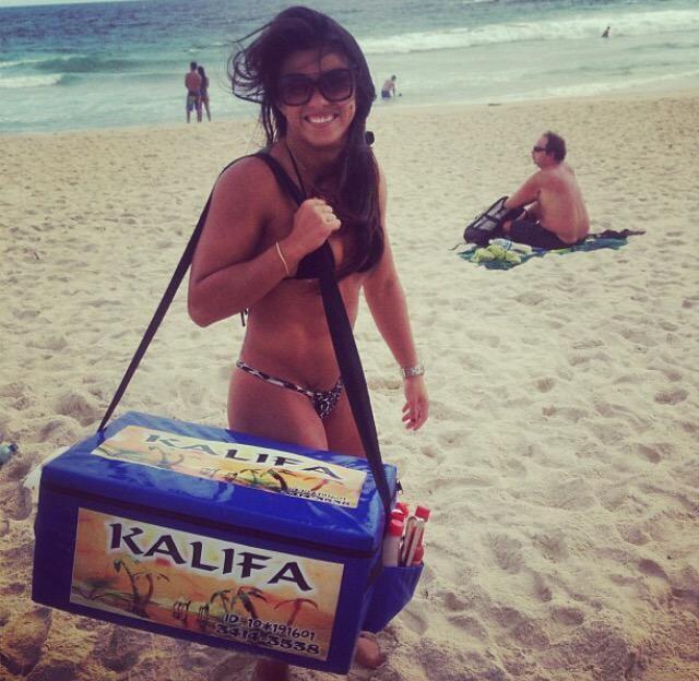 Cláudia Gadelha praia