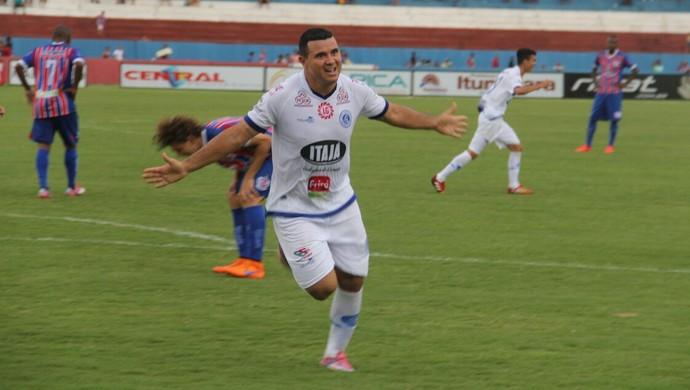Nonato marca nos acréscimos e evita derrota do Goianésia para o Itumbiara (Foto: Divulgação/Goianésia)