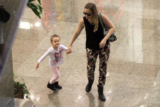 Fernanda Rodrigues com a filha Luisa (Foto: Marcos Ferreira)