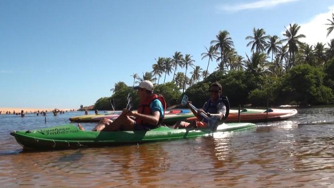 'Na Trilha do Sol' faz um passeio em Imbassaí que tem rio e mar (Foto: TV Bahia)