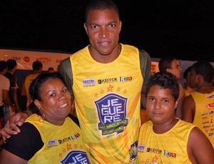 Dida posa para foto com fãs no bloco do Jeguerê (Foto: Marcilio Cerqueira/Arquivo Pessoal)