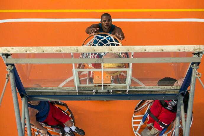 Basquete sobre cadeira de rodas em ação! (Foto: Raphael Dias / Gshow)
