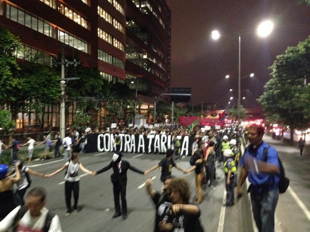 Manifestantes marginal MPL  (Foto: Marcelo Mora/G1)