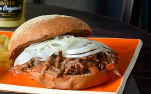 Sanduíche de búfalo no pão australiano