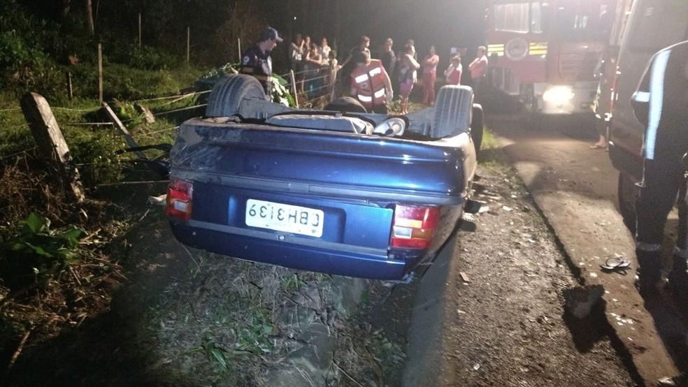 Acidente aconteceu na noite de sexta (21) em São Carlos (Foto: Corpo de Bombeiros/Divulgação)