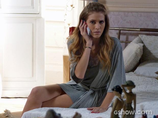 Com quem será que Sofia está no telefone? (Foto: Malhação / TV Globo)