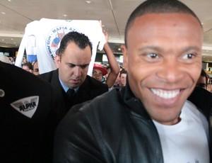 Júlio Baptista chega a Belo Horizonte como novo reforço do Cruzeiro (Foto: Maurício Paulucci / Globoesporte.com)
