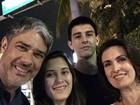 William Bonner e Fátima Bernardes curtem férias com os filhos