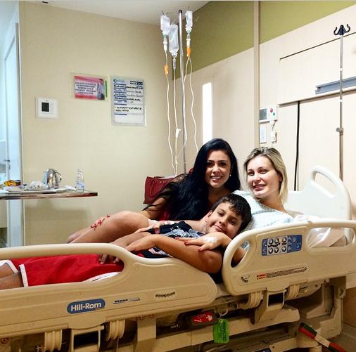 Andressa Urach, filho e a amiga Rebeka Francys (Foto: Reprodução/Instagram)