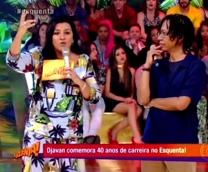 Regina Casé recebe cantor alagoano Djavan  (Foto: Reprodução/ Rede Globo)