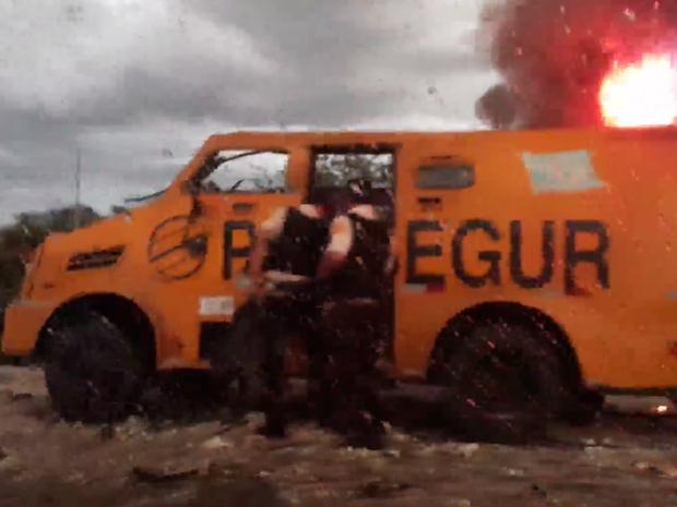 Ataque ao carro-forte aconteceu entre as cidades de Assu e Mossoró. (Foto:  Divulgação / PRF)