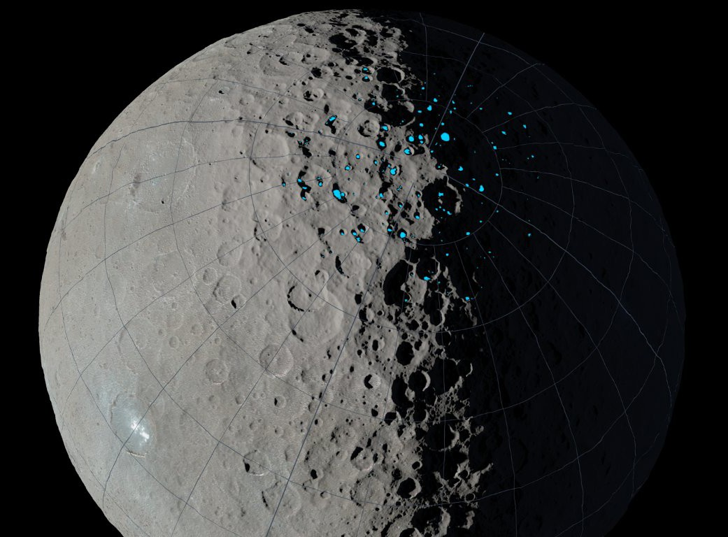 Gelo de água é abundante nas crateras sombreadas do Polo Norte de Ceres (Foto: Nasa)