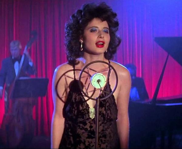 Isabella Rossellini em cena de 'Veludo Azul' (1986) (Foto: Reprodução)