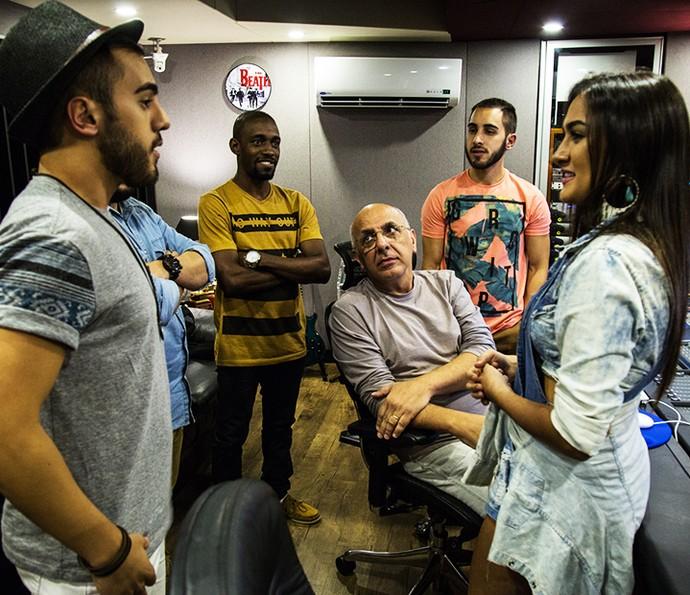 Irmãos da Melim conversam com tecladista do Roupa Nova no estúdio dele (Foto: Arquivo pessoal)