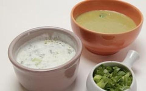 Quente e frio: sopa de agrião e sopa fria de coalhada