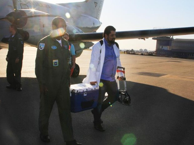 Enfermeiro leva fígado que vai ser transplantado em hospital de Sorocaba (Foto: Divulgação)