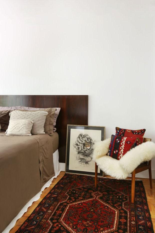 Mistura de cores e estilos dominam apartamento de um fashionista (Foto: Mariana Orsi/Divulgação )
