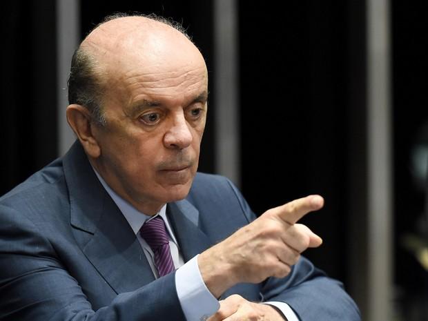 O senador José Serra durante a sessão que formou o comitê que analisará o processo de impeachment da presidente Dilma Rousseff no Senado, em Brasília (Foto: Evaristo Sá/AFP)