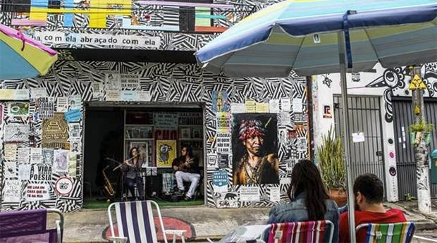 É possível fazer programas guiados pelos próprios grafiteiros em ações de espaços e coletivos culturais (Foto: Rafael Arbex/Estadão)