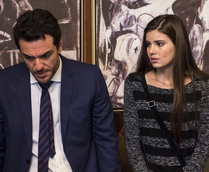 Alex convenceu a modelo a manter um caso com ele às escondidas (Foto: Globo/Estevam Avellar)