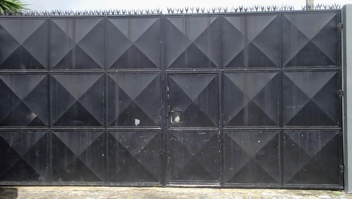 CRB realiza treino com portões fechados (Foto: Caio Lorena / GloboEsporte.com)