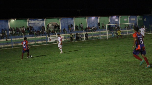 Barras x 4 de Julho pela 14ª rodada do Campeonato Piauiense 2013 (Foto: Wenner Tito)