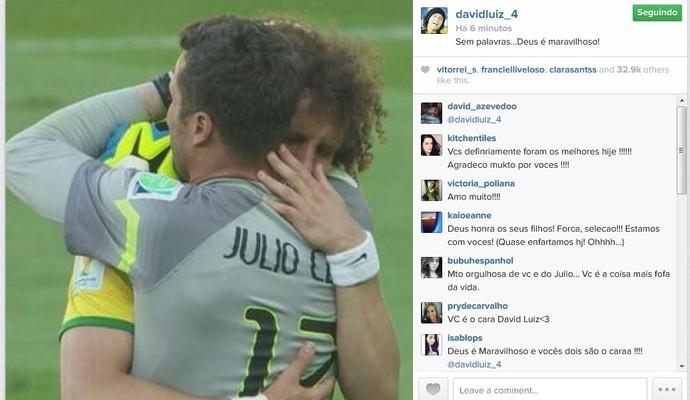 David Luiz posta foto ao lado de Julio César e agradece a classificação (Foto: Reprodução/Instagram)