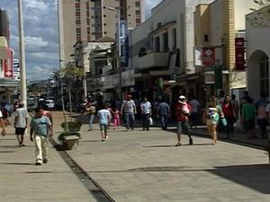 aniversário 148 anos  Araxá MG Alto Paranaíba cidade comércio (Foto: Reprodução/TV Integração)