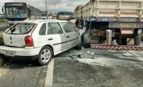Engavetamento trava BR-324 e deixa ferido (Paulo José/Acorda Cidade)