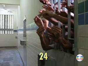 Abrigo do Degase superlotado (Foto: Reprodução / Globo)
