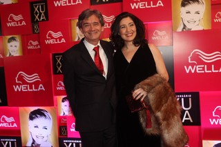 Serginho Groisman e a namorada na festa de 50 anos de Xuxa (Foto: Iwi Onodera / EGO)