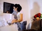 Faxineira se transforma em Mamãe Noel e ajuda mais de 400 crianças