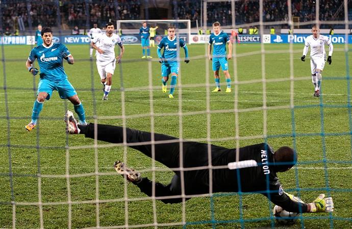 Helton goleiro Porto jogo Hulk Zenit  (Foto: AP)