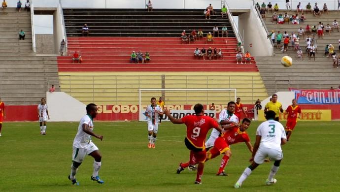 Globo FC e Baraúnas se enfrentaram no Estádio Barretão, em Ceará-Mirim (Foto: Jocaff Souza)