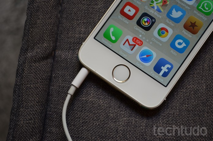 Entrada de 3,5 mm para fones de ouvido do iPhone pode estar com os dias contados (Foto: Luciana Maline/TechTudo)